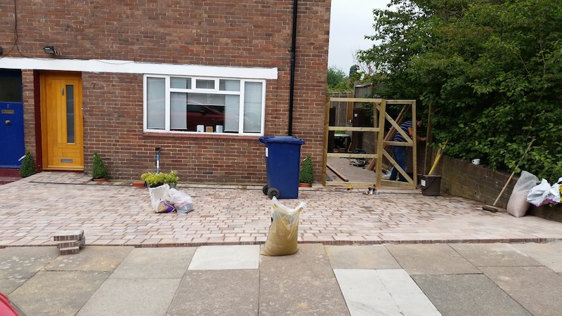 Laying block paving, tegula mix natural