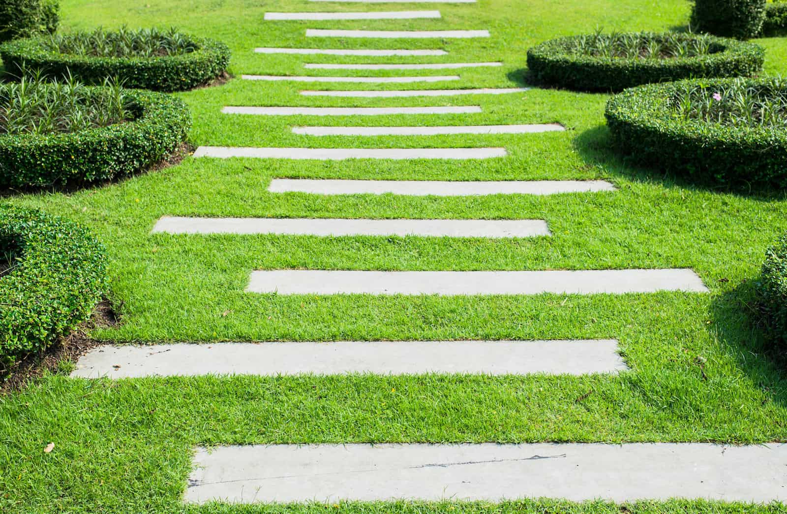 contemporary-stepping-stones-garden-path-ideas-image