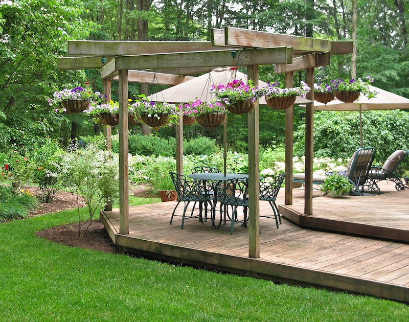 garden-decking-ideas-overhead-structure_image